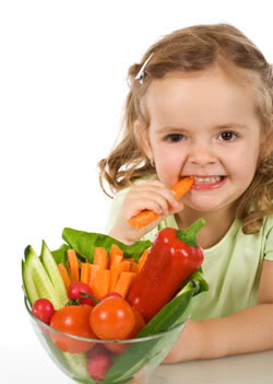 little-girl-eating-carrot-1